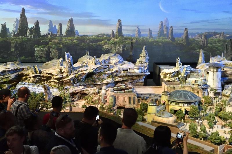 迪士尼日前展出園區模型,讓星戰迷先睹為快。美聯社