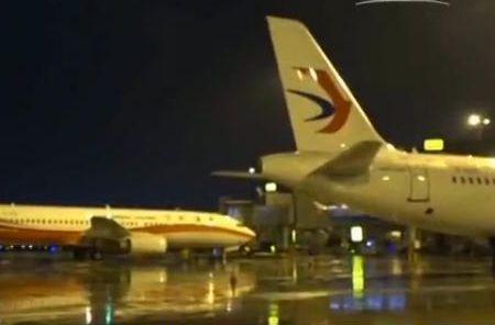 機場一度再次停航關閉,逾萬旅客被迫滯留機場。