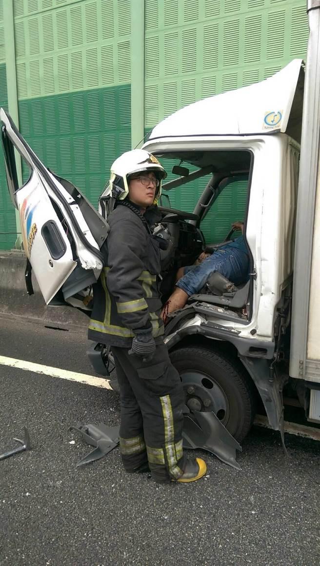 司機受困。