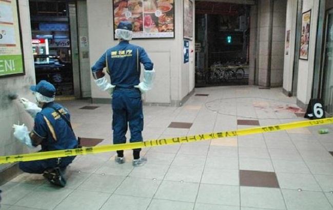 日本東京淺草站發生隨機殺人案,現場留有血跡。