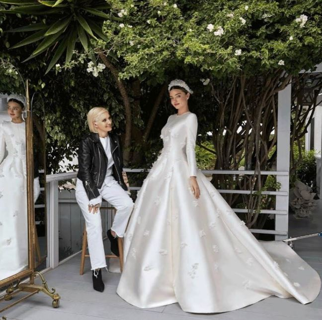 Dior主帥Maria Grazia Chiuri負責設計Miranda的婚紗。