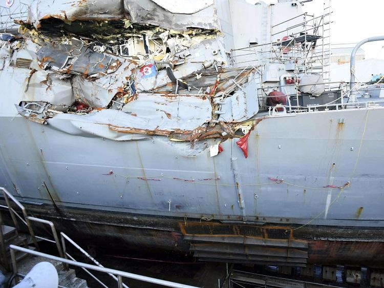 驅逐艦嚴重受損。AP圖片