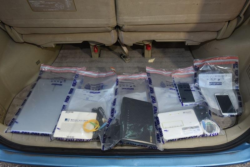 警方起回部份贓物,包括手提電話等電子產品。