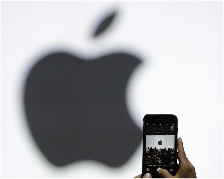 外國傳媒報道,蘋果似乎已建立臉部掃描功能運作Apple Pay應用的機制。AP