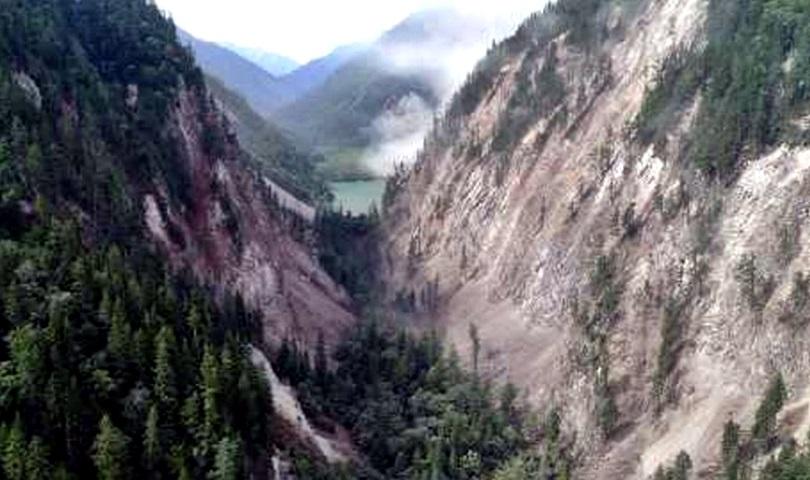 寨溝景區內熊貓海至箭竹海之間,因山體垮塌道路消失。