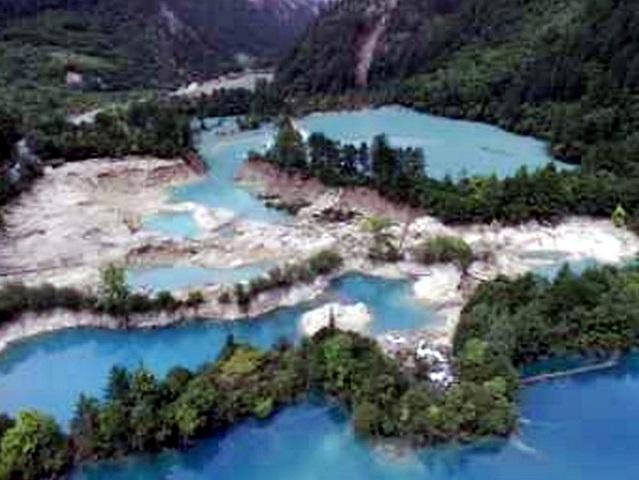 九寨溝景區內的火花海景點,流失大量湖水。