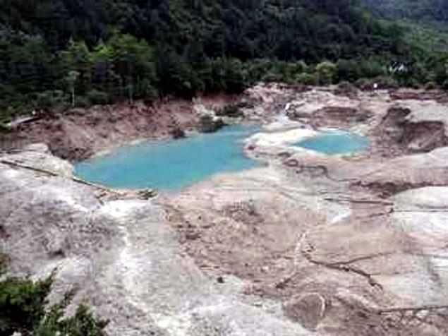 火花海景點露出湖底黃土。
