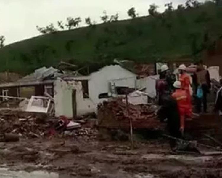 多間民房嚴重損毀。網圖