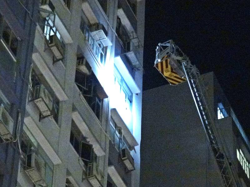 消防調查起火原因。