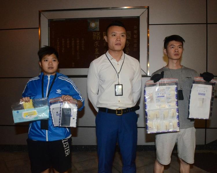 警方展示搜獲的毒品。蔡楚輝攝