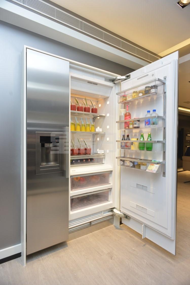 MasterCool系列雪櫃提供多種層架及間隔,分類貯放不同食材,下方的抽屜獨立可調節濕度,令水果和蔬菜能在最佳溫度保存更長時間。