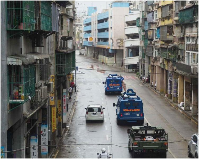 內港一帶有解放軍軍車行駛。澳門電台