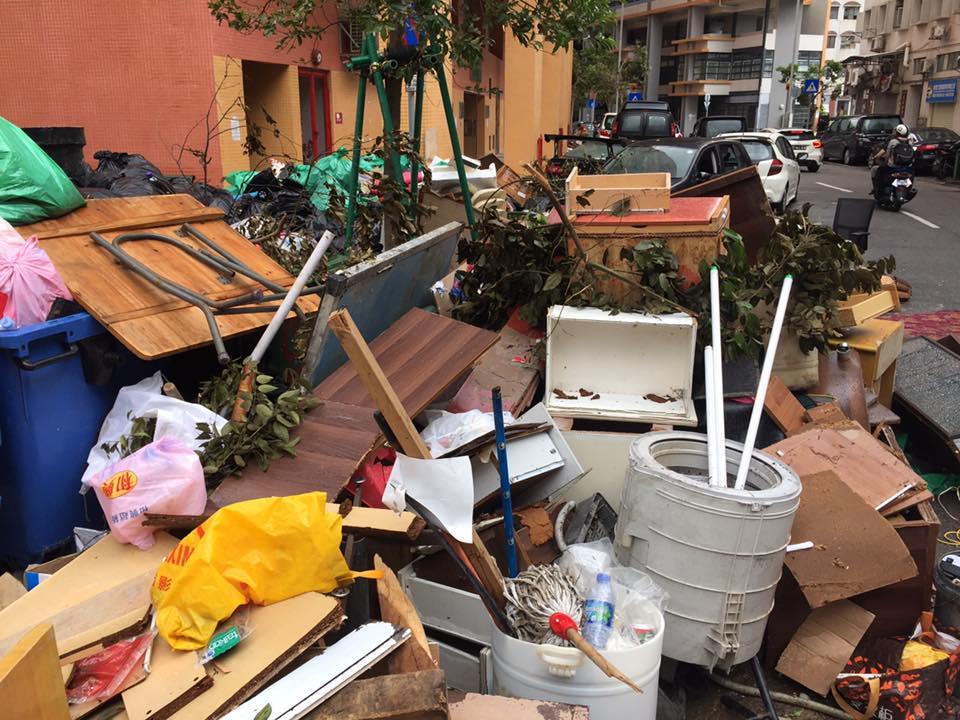 澳門街頭垃圾山湧現。網民Catherine Ho圖片