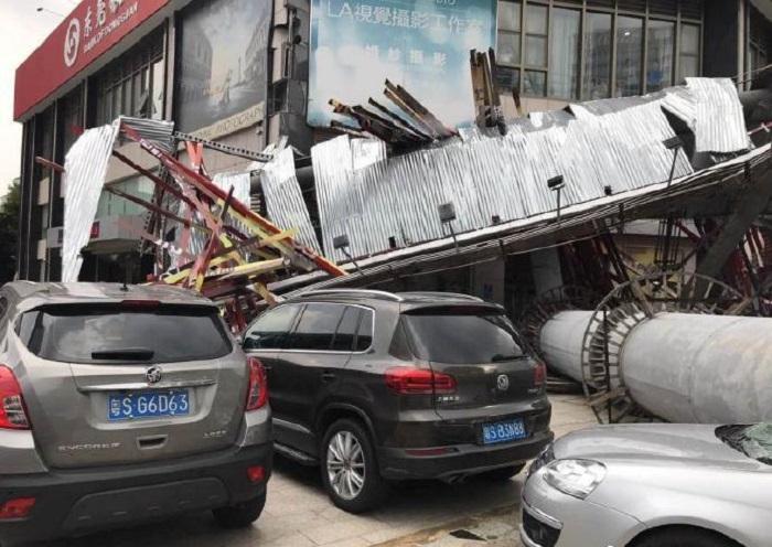 有車輛倖免於難(網上圖片)