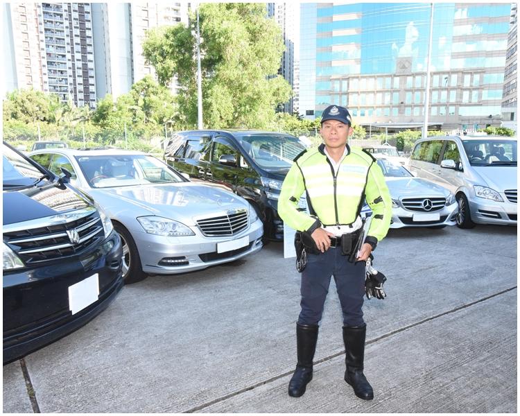 警方去年七月「放蛇」打擊「白牌車」行動拘捕多人。資料圖片