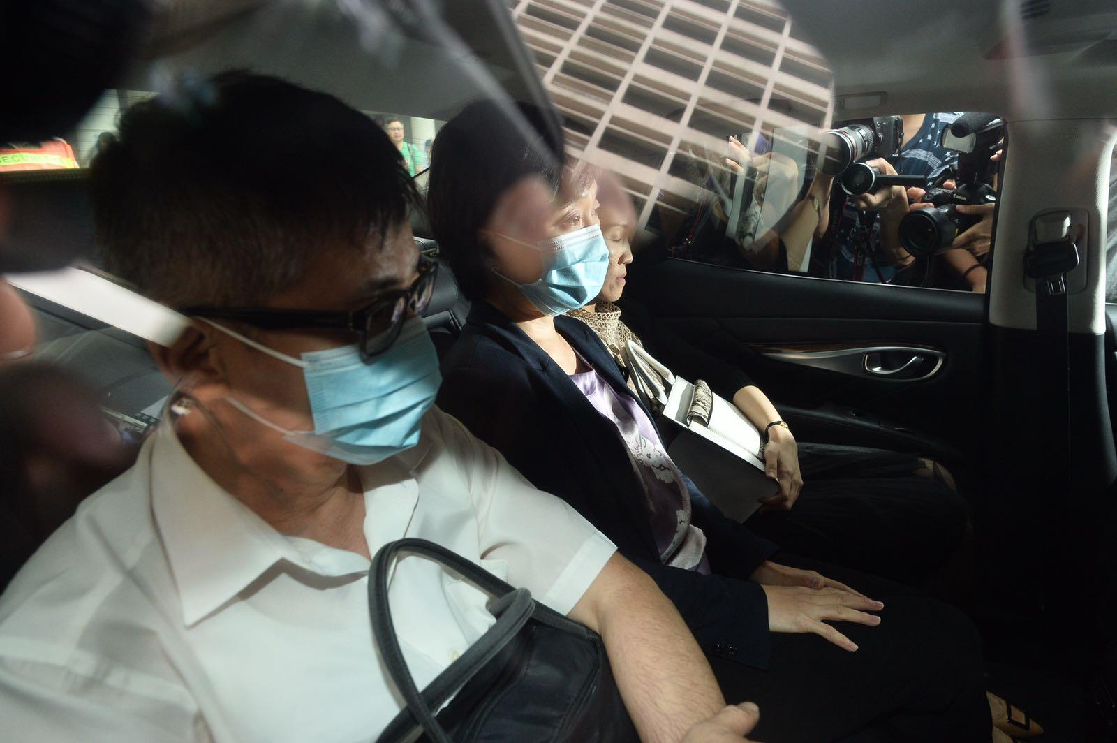 蔡若蓮(中)趕至醫院了解後離開。