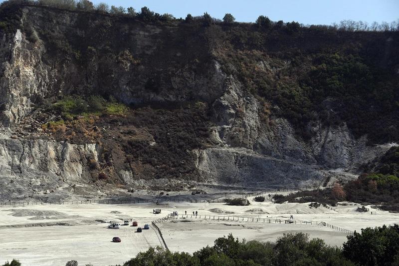索爾法塔拉火山是意大利著名旅遊景點。AP
