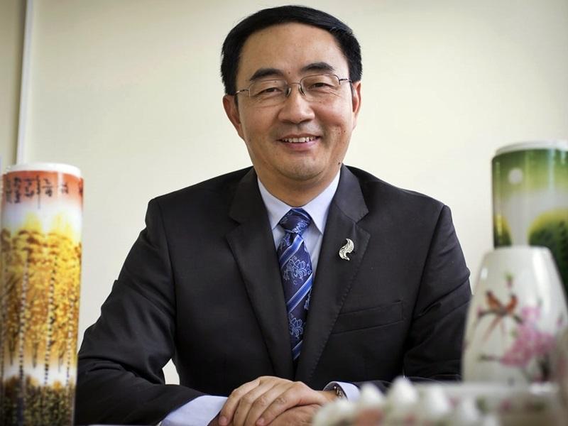 楊健否認間諜指控,稱受種族主義抹黑。