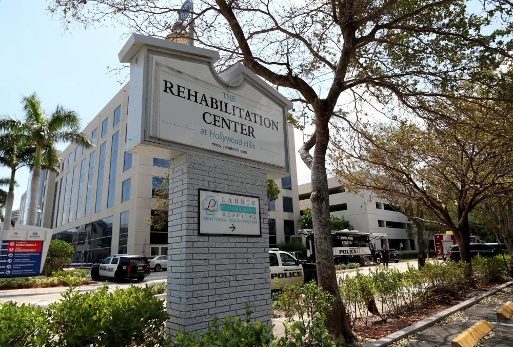 肇事護老院位於邁阿密以北好萊塢市,有大約115人居住。AP