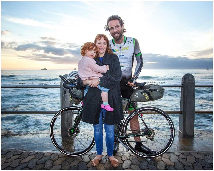 博蒙特與其妻子及4歲女兒。