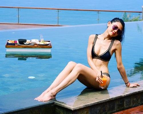 周秀娜雖然露了心口肉,但網民都認為太瘦了。