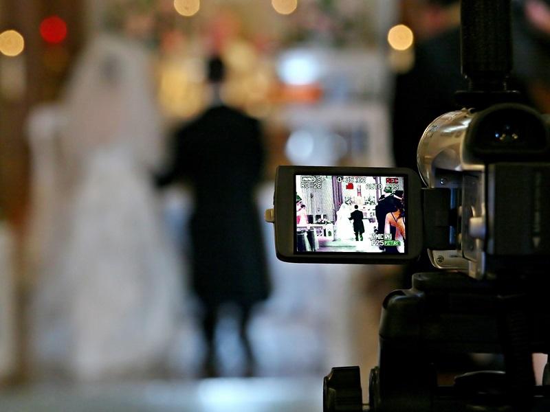 新加坡富豪新郎婚宴上插播新娘「偷情影像」。(示意圖片,與新聞當事人無關)