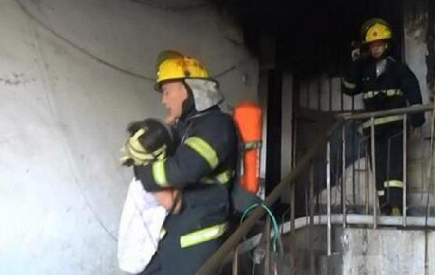 消防救出6人。網上圖片