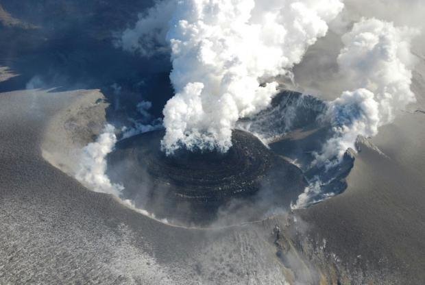 新燃岳火山六年來首次爆發。網上圖片