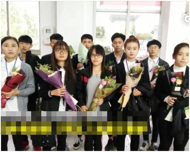 學院已送出40束鮮花。網上圖片