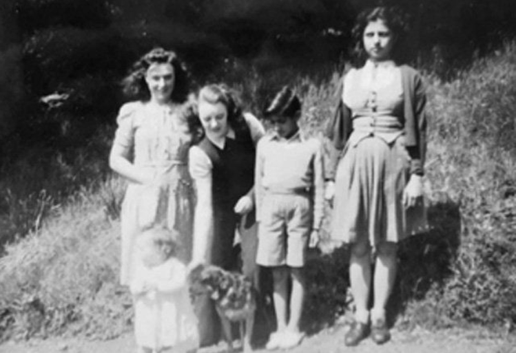 懷特(左二)與阿斯嘉(左三)失散60年後重逢。