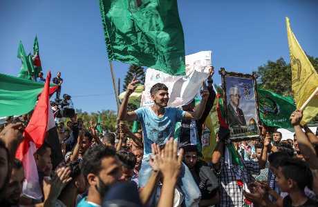 分裂局面將結束,數以千計居住在加沙的巴勒斯坦民眾為此慶祝。新華社