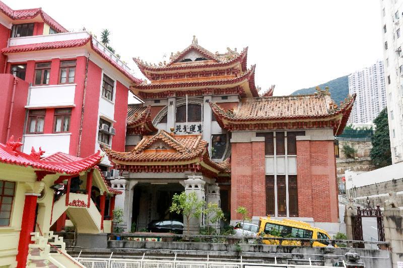 東蓮覺苑採用西方的建築結構,並糅合傳統中式設計。政府新聞處