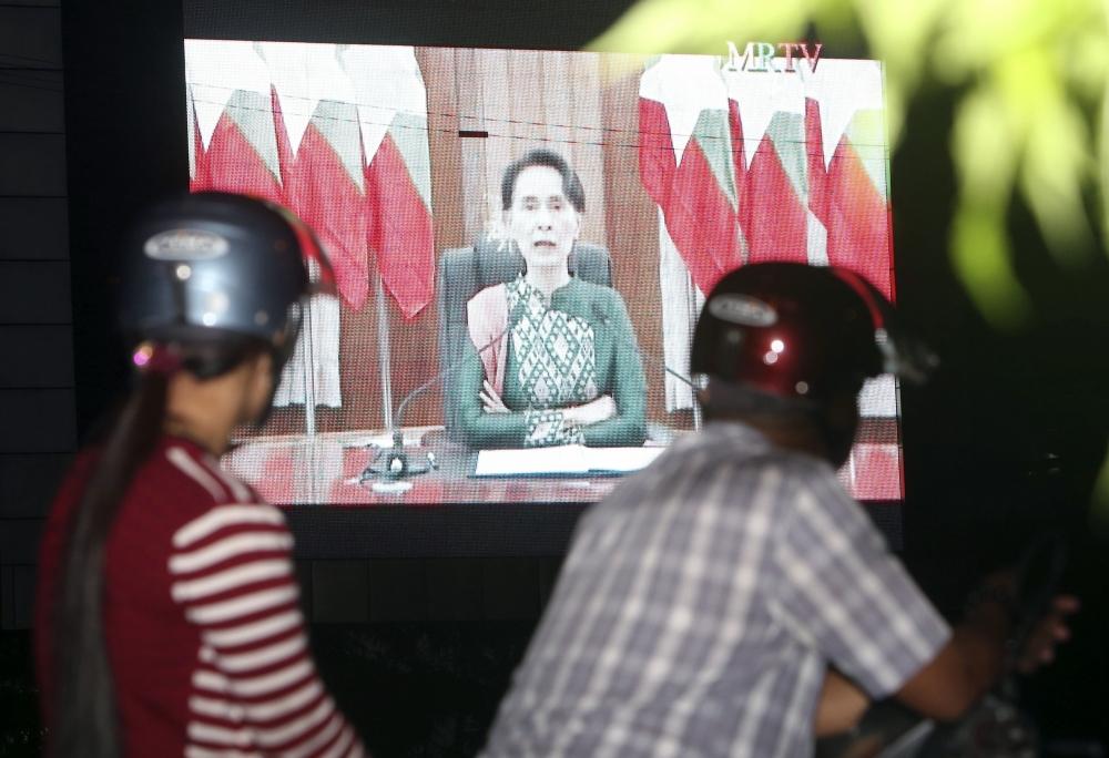 昂山發表電視演說,呼籲全國團結。AP