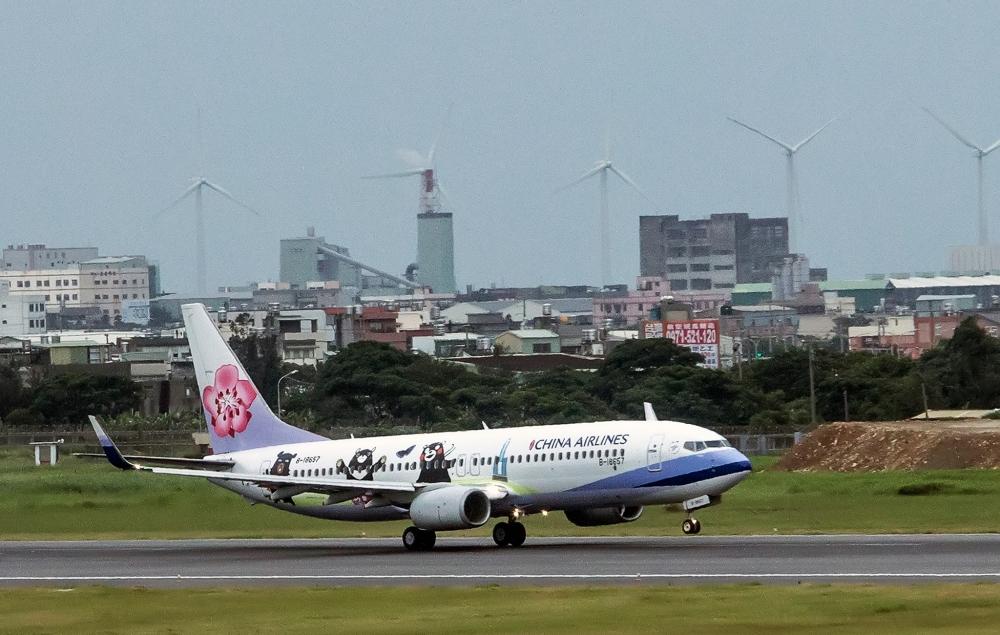 中華航空客機折返台北。華航facebook圖片