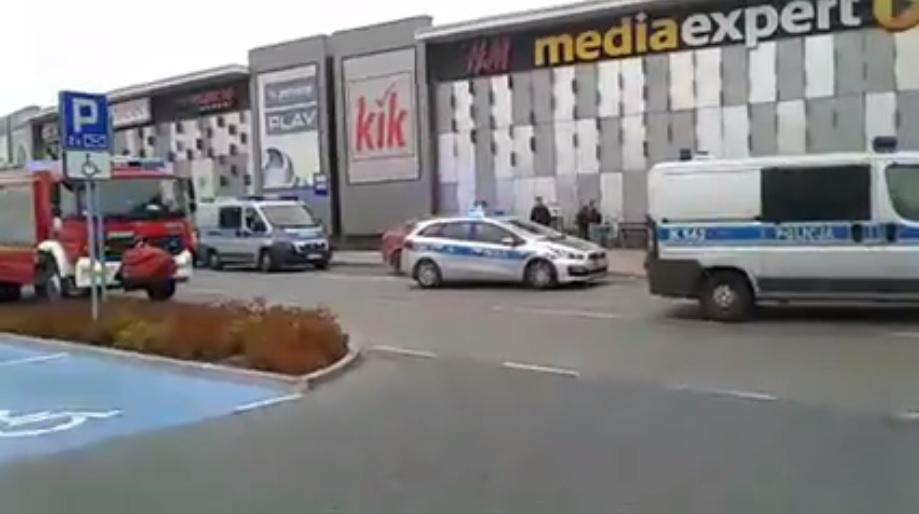 波蘭購物中心有人斬人。網上圖片