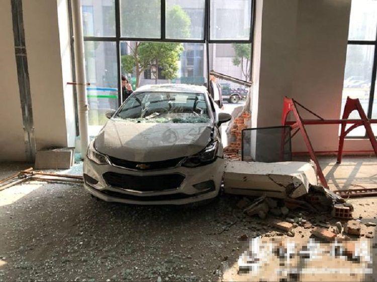 涉事司機剛考取駕馭執照不久,誤當油門為剎車掣(網上圖片)