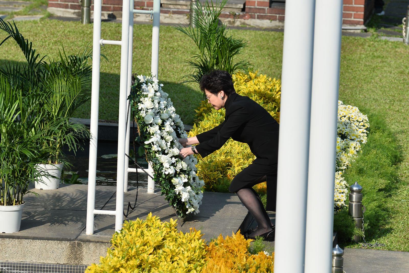 行政長官林鄭月娥致獻花圈。