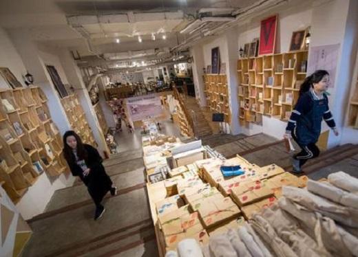 創始人盧虹任通過眾籌開了「島上書店」。 網上圖片