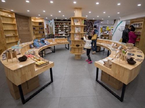 由一座地下車庫改建成24小時書店。 網上圖片