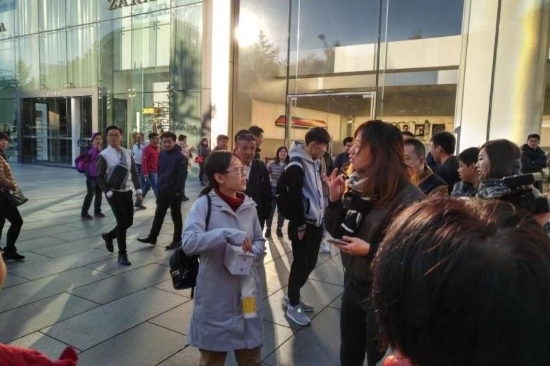 北京首名取機女士。