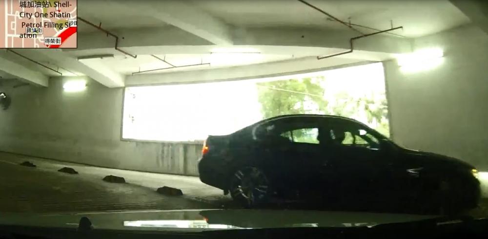意想不到車CAM司機立即急停未有發生交通意外。