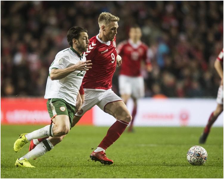 有主場之利的丹麥攻勢較多,但終未能打開勝局。AP