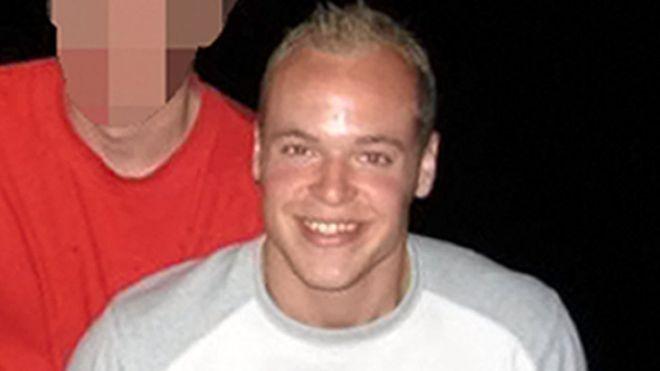 32歲男子去年在倫敦,洗澡時為iPhone充電被電死。