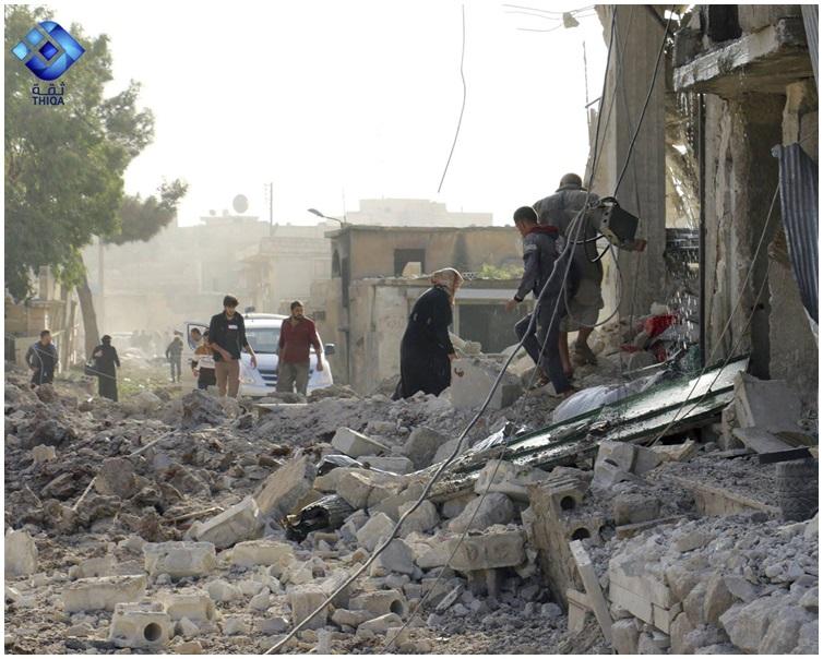 街道上滿是瓦礫碎石。AP