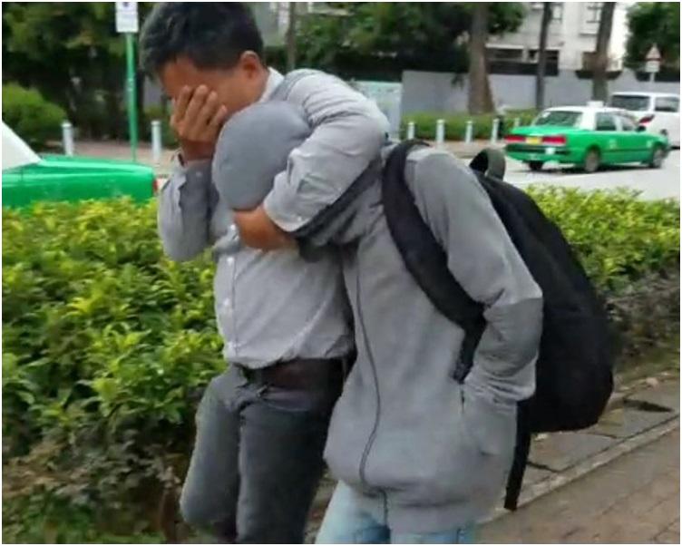 20歲浸大男生區梓濠(背包者)。陳詠詩攝