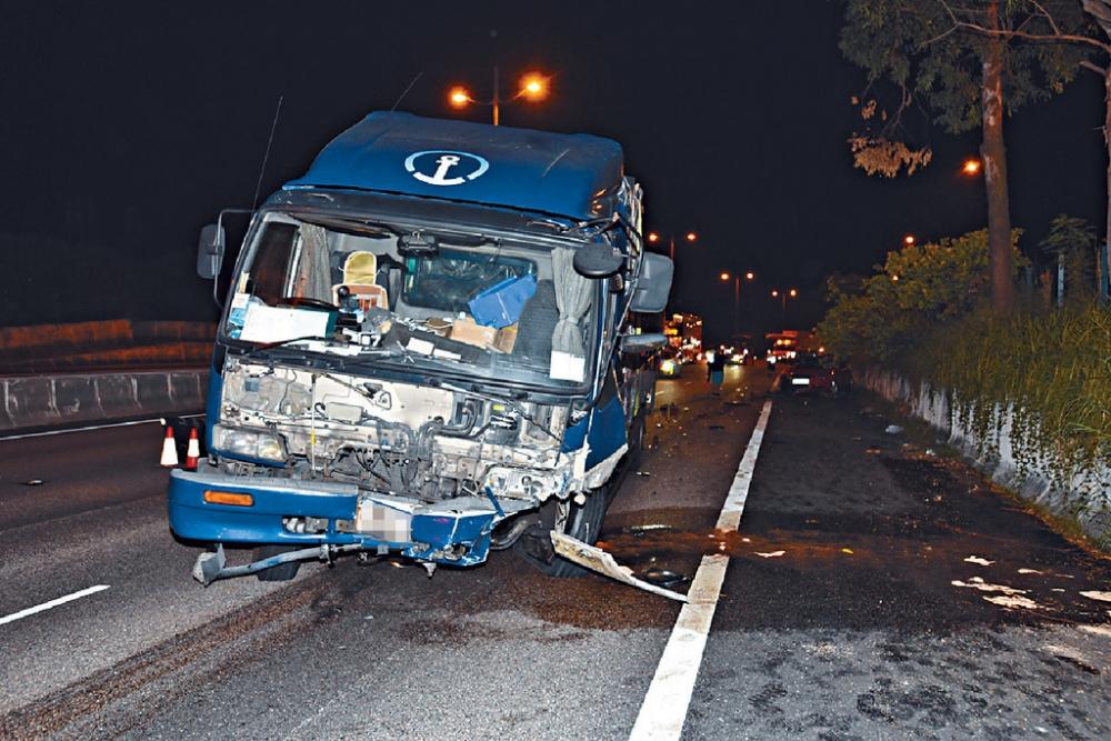 被告當日通過酒精呼氣測試,而肇事貨車損毀嚴重。資料圖片