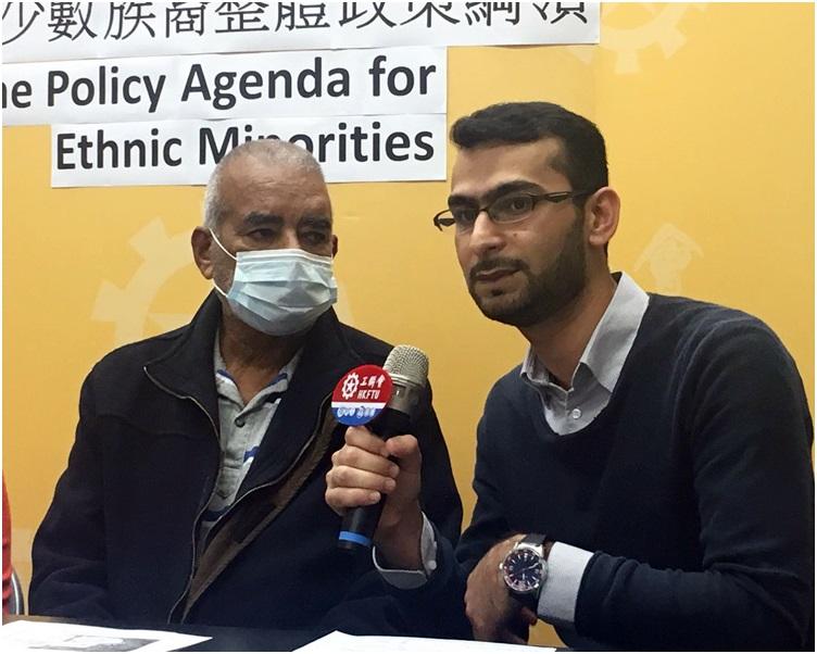巴籍腎病患者(左),及天主教勞工牧民中心(九龍)幹事Shoaib Hussain。