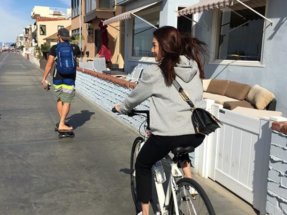 周秀娜去了美國旅行充電。