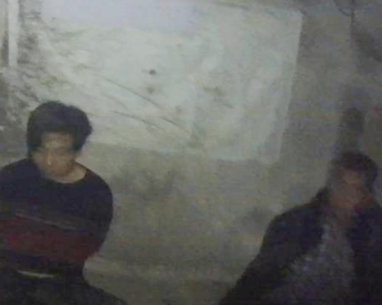 警方以涉嫌盜竊被依法刑事拘留4人。