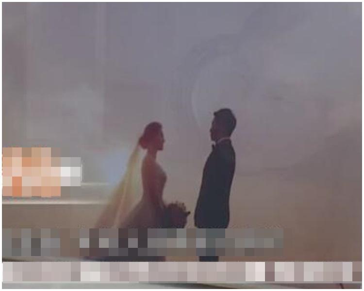 手機鎖屏是袁女和丈夫的婚紗照。網圖
